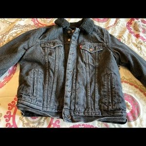 Levi black jean jacket Medium